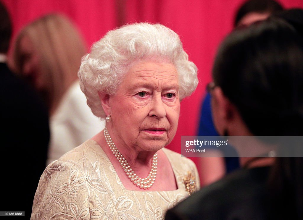 Queen Elizabeth II speaks to guests during a reception for The Queen Elizabeth Prize for Engineering in the Throne Room at Buckingham Palace on October 26, 2015 in London, England. The Queen has presented a £1 million engineering prize to Dr Robert Langer at a reception at Buckingham Palace.