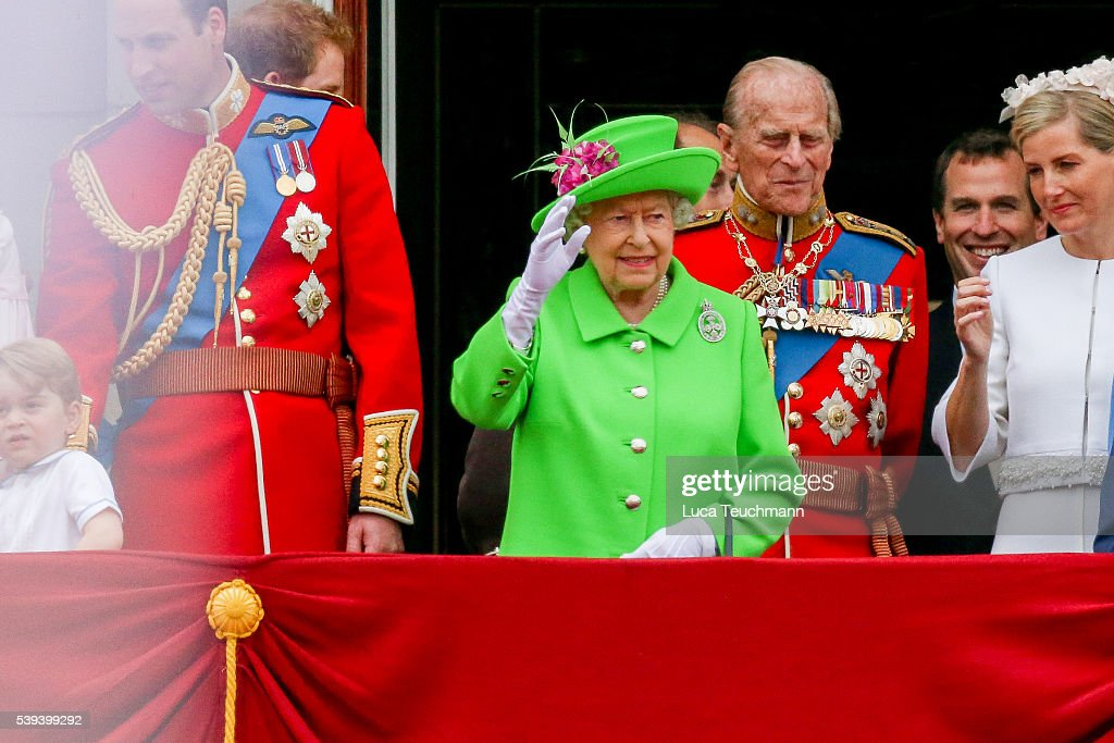 Trooping the colour 2016 getty images for Queen elizabeth balcony