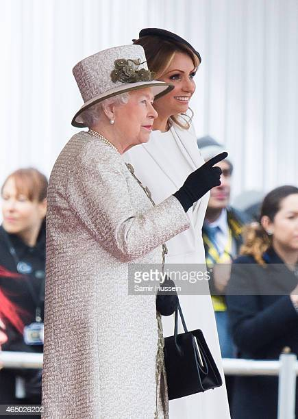 Queen Elizabeth II talks to Angelica Rivera wife of Mexican President Enrique Pena Nieto during a ceremonial welcome for The President Of United...