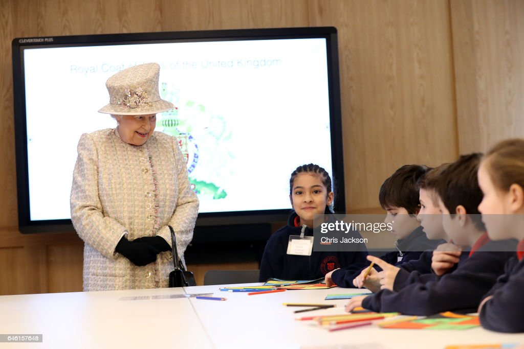queen-elizabeth-ii-talks-with-local-school-children-as-she-opens-a-picture-id646157648