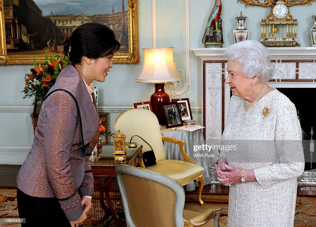 Queen <a gi-track='captionPersonalityLinkClicked' href=/galleries/search?phrase=Elizabeth+II&family=editorial&specificpeople=67226 ng-click='$event.stopPropagation()'>Elizabeth II</a> talks with the Prime Minister of Thailand Mrs <a gi-track='captionPersonalityLinkClicked' href=/galleries/search?phrase=Yingluck+Shinawatra&family=editorial&specificpeople=787330 ng-click='$event.stopPropagation()'>Yingluck Shinawatra</a> (L) during a private audience at Buckingham Palace on November 13, 2012 in London, England.