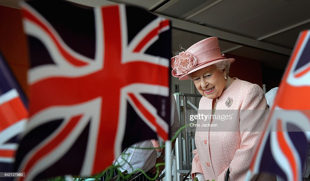 queen-elizabeth-ii-visits-alder-hey-childrens-hospital-during-a-visit-picture-id542127380