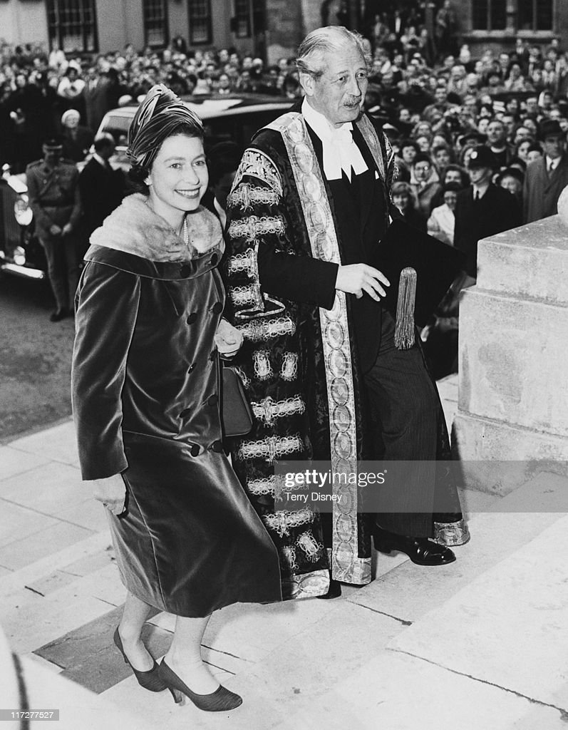 Queen <a gi-track='captionPersonalityLinkClicked' href=/galleries/search?phrase=Elizabeth+II&family=editorial&specificpeople=67226 ng-click='$event.stopPropagation()'>Elizabeth II</a> visits British Prime Minister <a gi-track='captionPersonalityLinkClicked' href=/galleries/search?phrase=Harold+Macmillan&family=editorial&specificpeople=201465 ng-click='$event.stopPropagation()'>Harold Macmillan</a> (1894 - 1986), Chancellor of Oxford University, in Oxford, 4th November 1960. They are climbing the steps of the Clarendon Building.