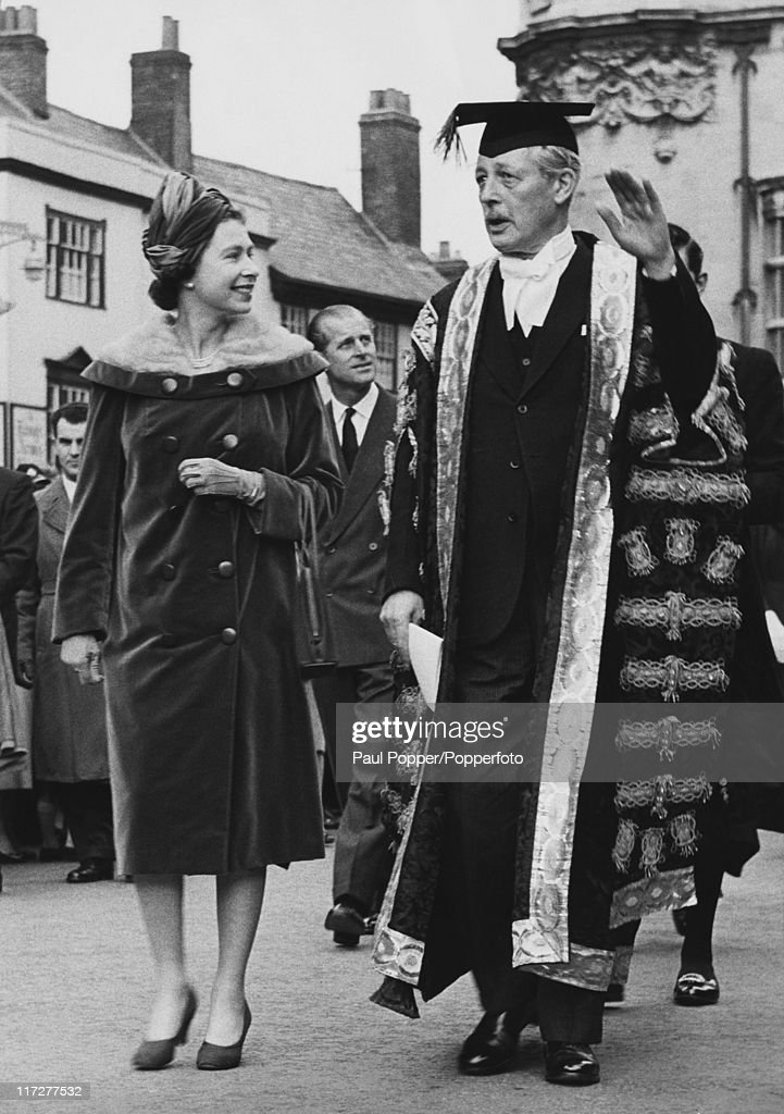 Queen <a gi-track='captionPersonalityLinkClicked' href=/galleries/search?phrase=Elizabeth+II&family=editorial&specificpeople=67226 ng-click='$event.stopPropagation()'>Elizabeth II</a> visits British Prime Minister <a gi-track='captionPersonalityLinkClicked' href=/galleries/search?phrase=Harold+Macmillan&family=editorial&specificpeople=201465 ng-click='$event.stopPropagation()'>Harold Macmillan</a> (1894 - 1986), Chancellor of Oxford University, in Oxford, 4th November 1960. They are on their way to attend a welcome convocation at the Sheldonian Theatre. <a gi-track='captionPersonalityLinkClicked' href=/galleries/search?phrase=Prince+Philip&family=editorial&specificpeople=92394 ng-click='$event.stopPropagation()'>Prince Philip</a>, Duke of Edinburgh, accompanies the Queen.