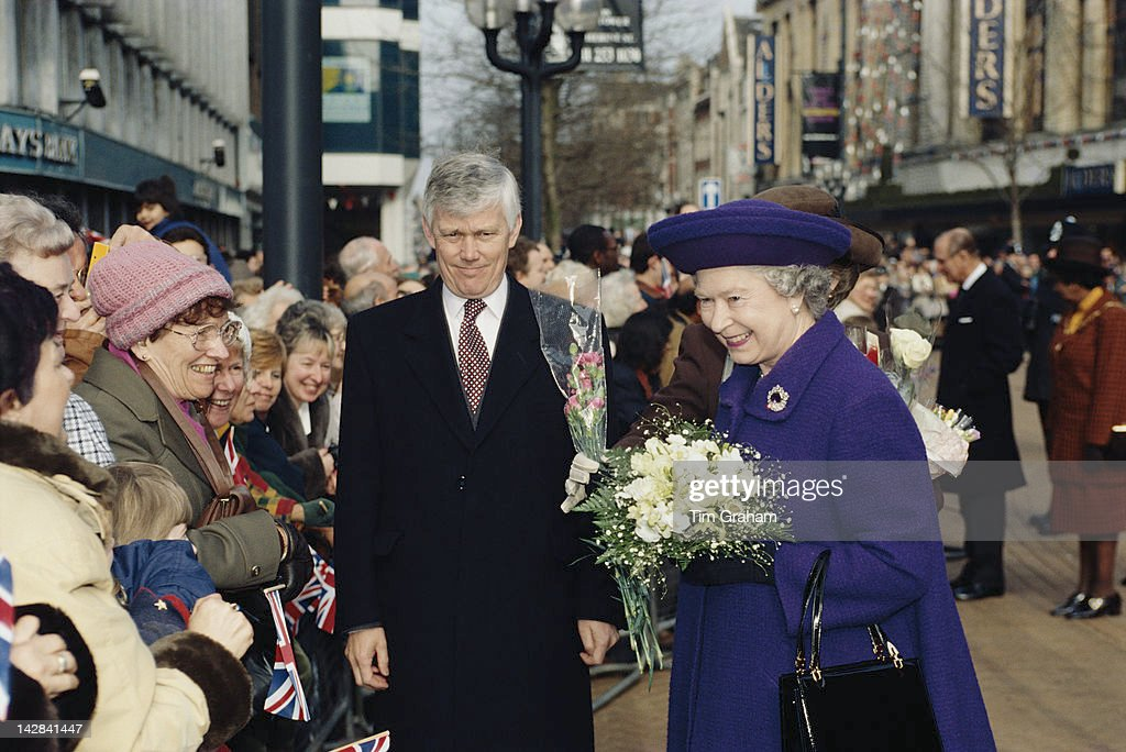 Queen <a gi-track='captionPersonalityLinkClicked' href=/galleries/search?phrase=Elizabeth+II&family=editorial&specificpeople=67226 ng-click='$event.stopPropagation()'>Elizabeth II</a> visits Croydon in south London, 16th February 1996. She is accompanied by Chief Inspector Peter Prentice.