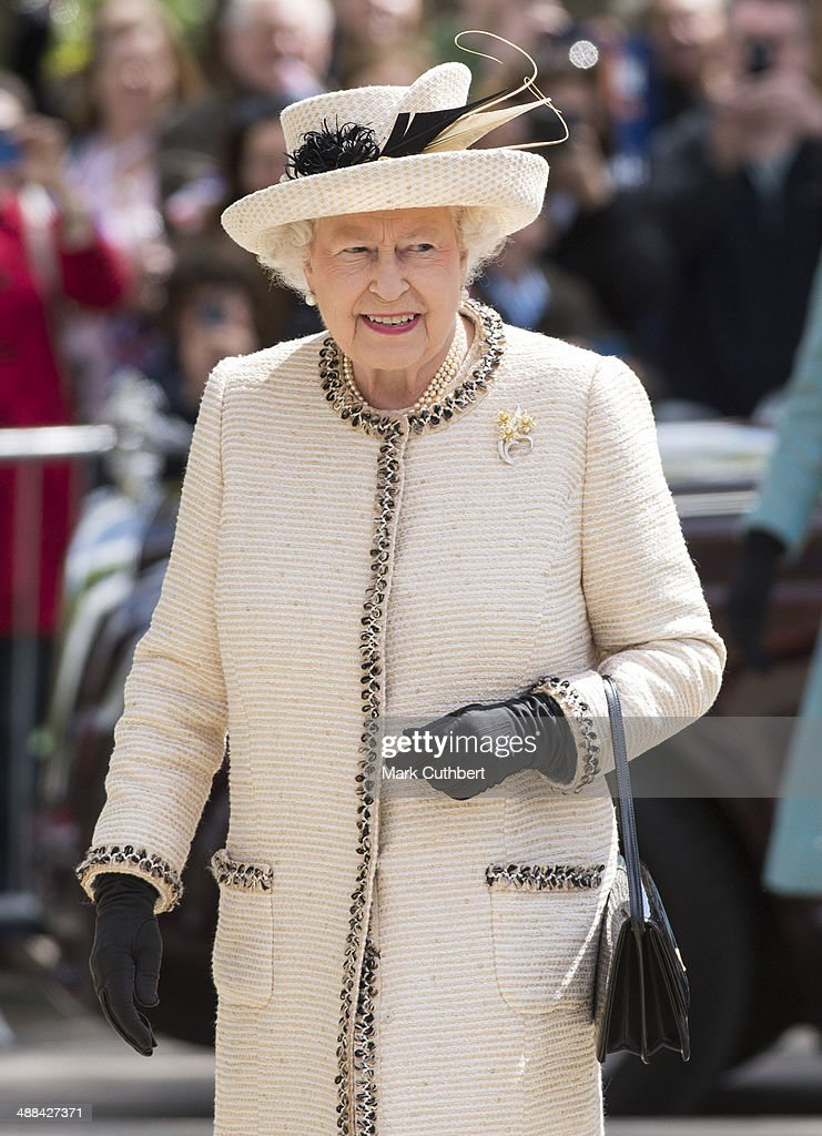 Queen <a gi-track='captionPersonalityLinkClicked' href=/galleries/search?phrase=Elizabeth+II&family=editorial&specificpeople=67226 ng-click='$event.stopPropagation()'>Elizabeth II</a> visits Felsted School, commemorating the School's 450th anniversary on May 6, 2014 in Felsted, United Kingdom.