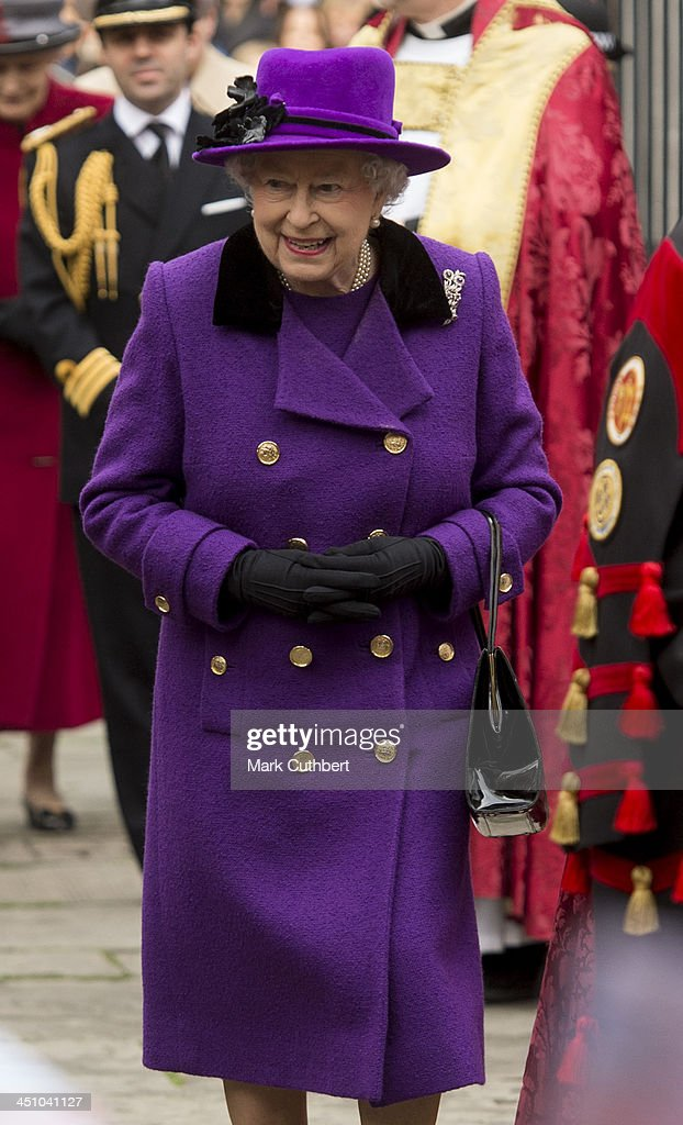 Queen <a gi-track='captionPersonalityLinkClicked' href=/galleries/search?phrase=Elizabeth+II&family=editorial&specificpeople=67226 ng-click='$event.stopPropagation()'>Elizabeth II</a> visits Southwark Cathedral on November 21, 2013 in London, England.