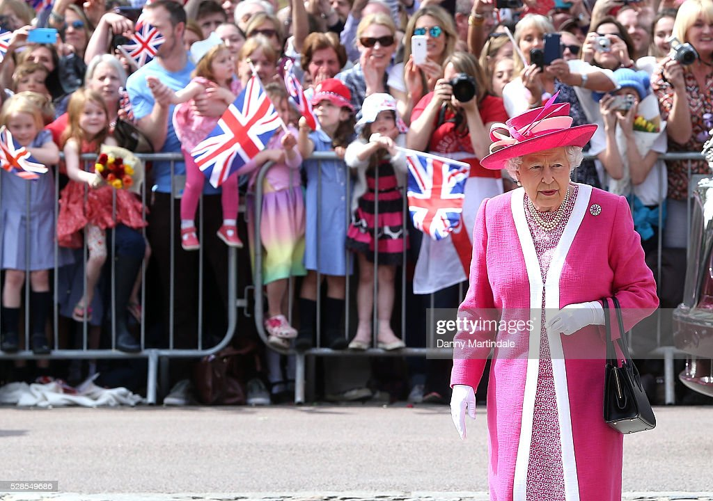 Queen <a gi-track='captionPersonalityLinkClicked' href=/galleries/search?phrase=Elizabeth+II&family=editorial&specificpeople=67226 ng-click='$event.stopPropagation()'>Elizabeth II</a> visits St Peter's Church during her visit to Berkhamsted School on May 6, 2016 in Berkhamsted, England.