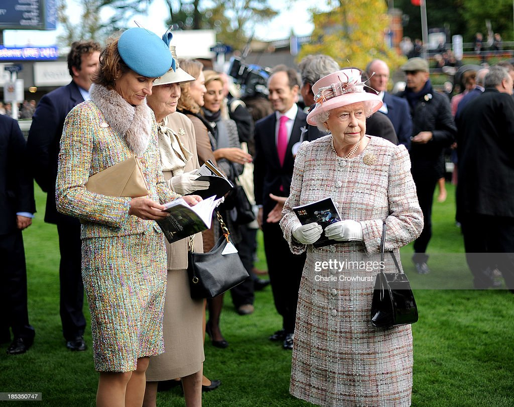 Queen <a gi-track='captionPersonalityLinkClicked' href=/galleries/search?phrase=Elizabeth+II&family=editorial&specificpeople=67226 ng-click='$event.stopPropagation()'>Elizabeth II</a> waits in the parade ring at Ascot racecourse on October 19, 2013 in Ascot, England.