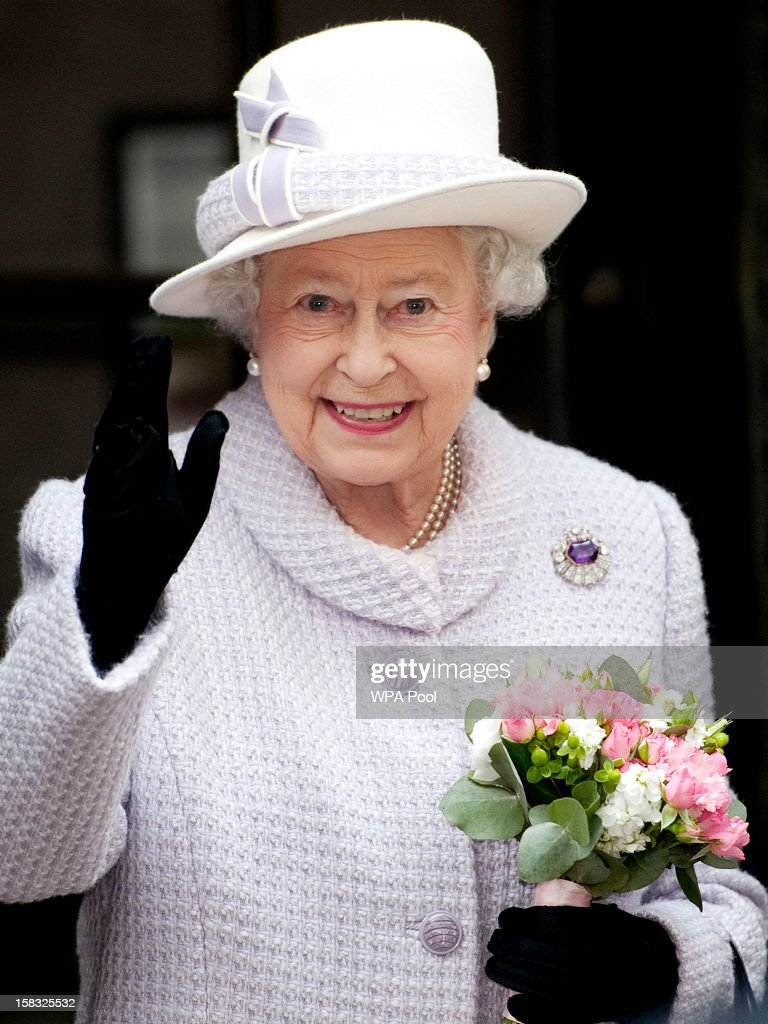Queen <a gi-track='captionPersonalityLinkClicked' href=/galleries/search?phrase=Elizabeth+II&family=editorial&specificpeople=67226 ng-click='$event.stopPropagation()'>Elizabeth II</a> waves as she visits the Bank of England with Prince Philip, Duke of Edinburgh on December 13, 2012 in London, England. Governor, Sir Mervyn King met with the Queen and Duke before they visited the Banking Hall to discuss payment system controls. The royal couple viewed banknotes, counterfeit currency, a gold vault, historical items, met with gold experts, security staff and the Market Operations Office while on their visit to the Bank of England.