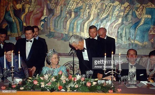 Queen Elizabeth II wearing the Brazilian Aquamarine Parure Tiara and President Boris Yeltsin Prince Philip Duke of Edinburgh and Naina Yeltsin attend...