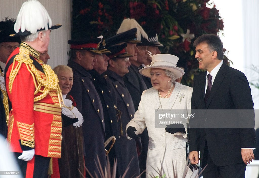Queen <a gi-track='captionPersonalityLinkClicked' href=/galleries/search?phrase=Elizabeth+II&family=editorial&specificpeople=67226 ng-click='$event.stopPropagation()'>Elizabeth II</a> welcomes The President of Turkey <a gi-track='captionPersonalityLinkClicked' href=/galleries/search?phrase=Abdullah+Gul&family=editorial&specificpeople=539775 ng-click='$event.stopPropagation()'>Abdullah Gul</a> on Horse Guards Parade on November 22, 2011 in London, England. The President of Turkey is on a five day State visit to the UK.