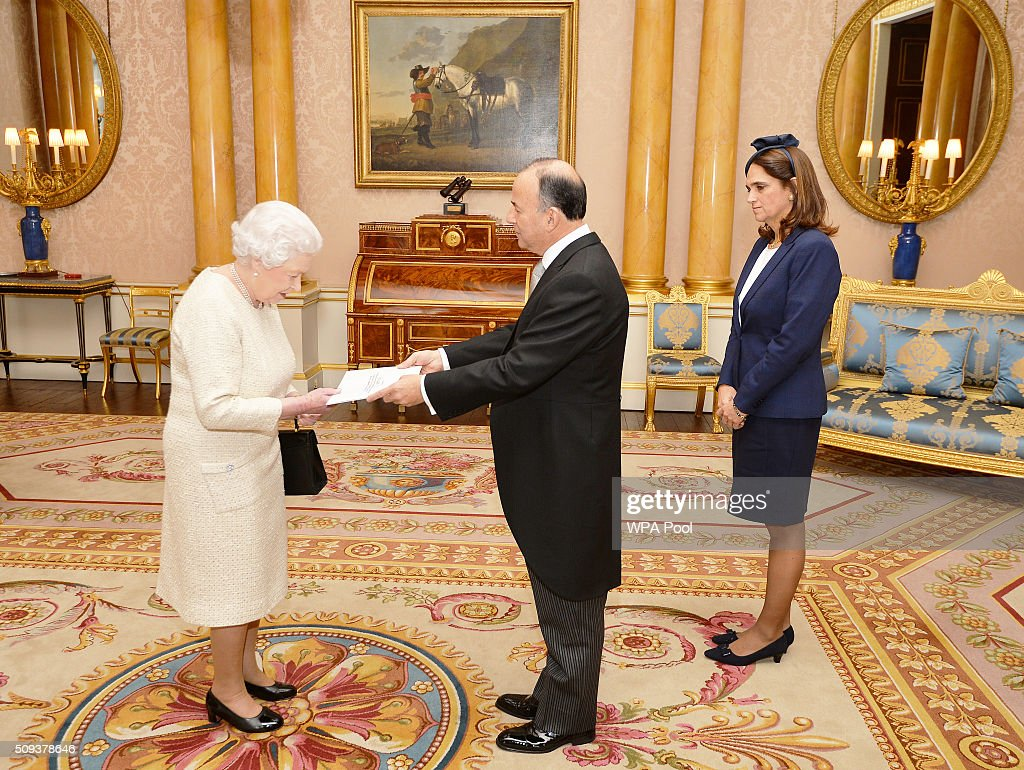 Queen <a gi-track='captionPersonalityLinkClicked' href=/galleries/search?phrase=Elizabeth+II&family=editorial&specificpeople=67226 ng-click='$event.stopPropagation()'>Elizabeth II</a> with His Excellency Mr Claudio de la Puente the Ambassador of Peru, accompanied by his wife Diana, as he presents his Letters of Credence during a private audience, at Buckingham Palace in Westminster on February 10, 2016 in London, England.