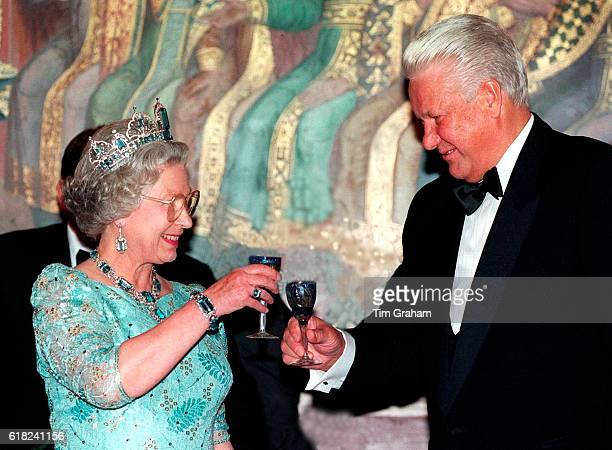 Queen Elizabeth II with President Boris Yeltsin raising their glasses before drinking a toast to each other at the State Banquet in Granovitaya...