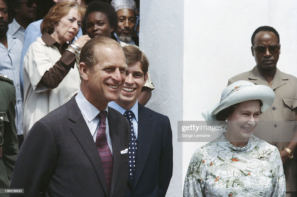 Queen Elizabeth II with <a gi-track='captionPersonalityLinkClicked' href=/galleries/search?phrase=Prince+Philip&family=editorial&specificpeople=92394 ng-click='$event.stopPropagation()'>Prince Philip</a>, the Duke of Edinburgh and <a gi-track='captionPersonalityLinkClicked' href=/galleries/search?phrase=Prince+Andrew+-+Duc+d%27York&family=editorial&specificpeople=160175 ng-click='$event.stopPropagation()'>Prince Andrew</a>, circa 1980.