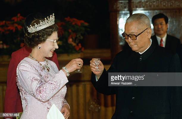 Queen Elizabeth ll and Chinese Presiden Li Xiannian toast each other during a State Banquet on October 13 1986 in Peking China The Queen is wearing...