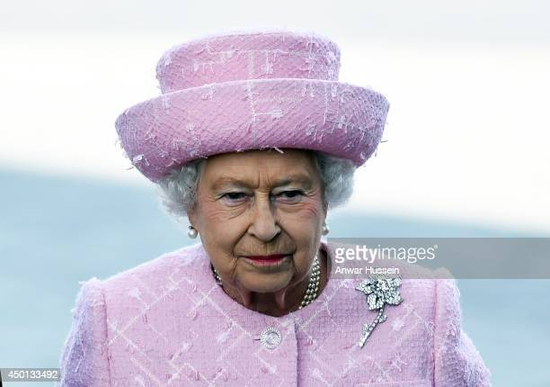 Queen Elizabeth ll attends a Welcoming Ceremony at The Arc de Triomphe on the first day of her State Visit to France on June 5 2014 in Paris France