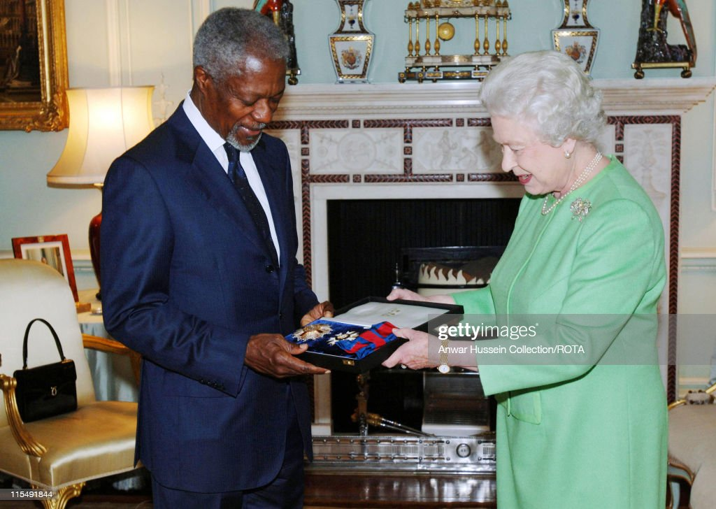 Queen Elizabeth ll invests former Secretary-General of the United Nations, Kofi Annan, with insignia of an Honorary GCMG at Buckingham Palace on October 24, 2007 in London, England.