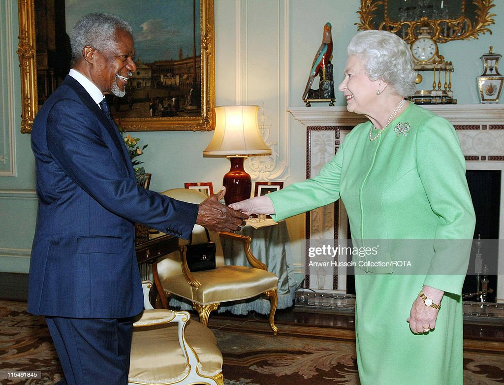 Queen Elizabeth ll invests former Secretary-General of the United Nations, <a gi-track='captionPersonalityLinkClicked' href=/galleries/search?phrase=Kofi+Annan&family=editorial&specificpeople=169832 ng-click='$event.stopPropagation()'>Kofi Annan</a>, with insignia of an Honorary GCMG at Buckingham Palace on October 24, 2007 in London, England.