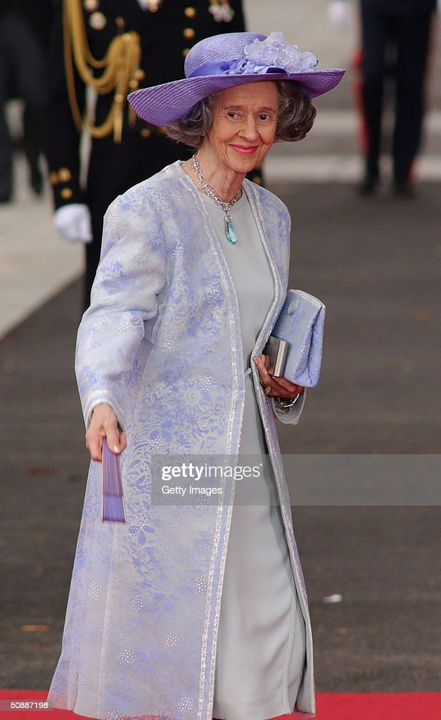 Queen Fabiola of Belgium arrives to attend the wedding between Spanish Crown Prince Felipe de Bourbon and former journalist Letizia Ortiz at the Almudena cathedral May 22, 2004 in Madrid.