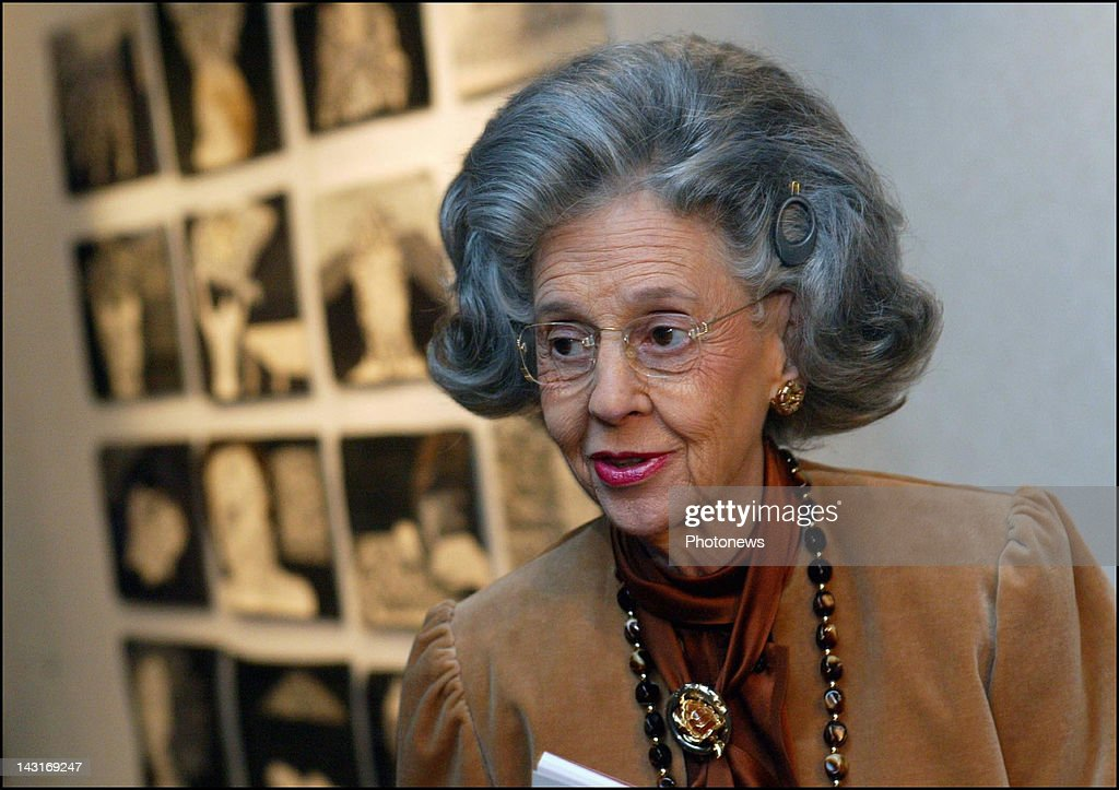 Queen Fabiola of Belgium awards the prizes for the '10th International Biennial for lace and contemporary art'