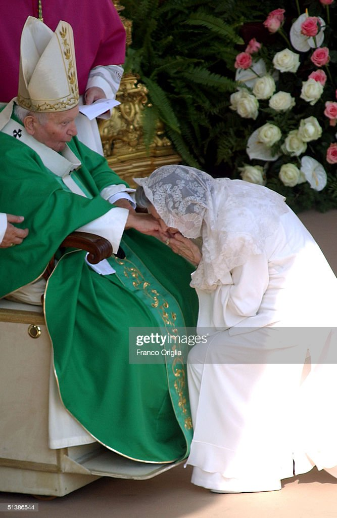Queen Fabiola of Belgium kisses the hand of Pope John Paul II during a beatification ceremony held in St Peter's Square for October 3 2004 in Vatican...