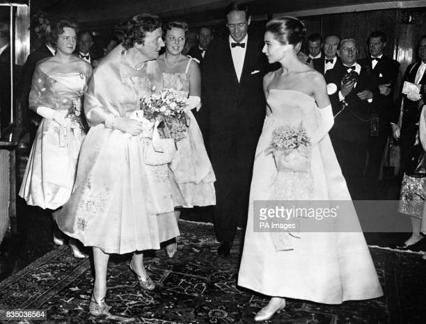 Queen Juliana of the Netherlands talks with Audrey Hepburn star of the film when she attended the first night of 'The Nun's Story' at the City...