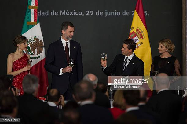 Queen Letizia and King Felipe VI of Spain Enrique Peña Nieto President of Mexico and Angelica Rivera First Lady of Mexico make a toast during a state...
