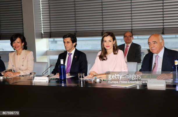 Queen Letizia of Spain Ana Patricia Botin and Jose Maria AlvarezPallete attend Foundation Against Drugs at Telefonica headquarters on July 4 2017 in...