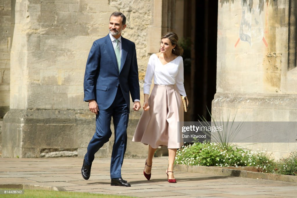 Queen Letizia of Spain (R) and King Felipe of Spain visit Exeter College during their State visit to the UK on July 14, 2017 in Oxford, England. This is the first state visit by the current King Felipe and Queen Letizia, the last being in 1986 with King Juan Carlos and Queen Sofia.