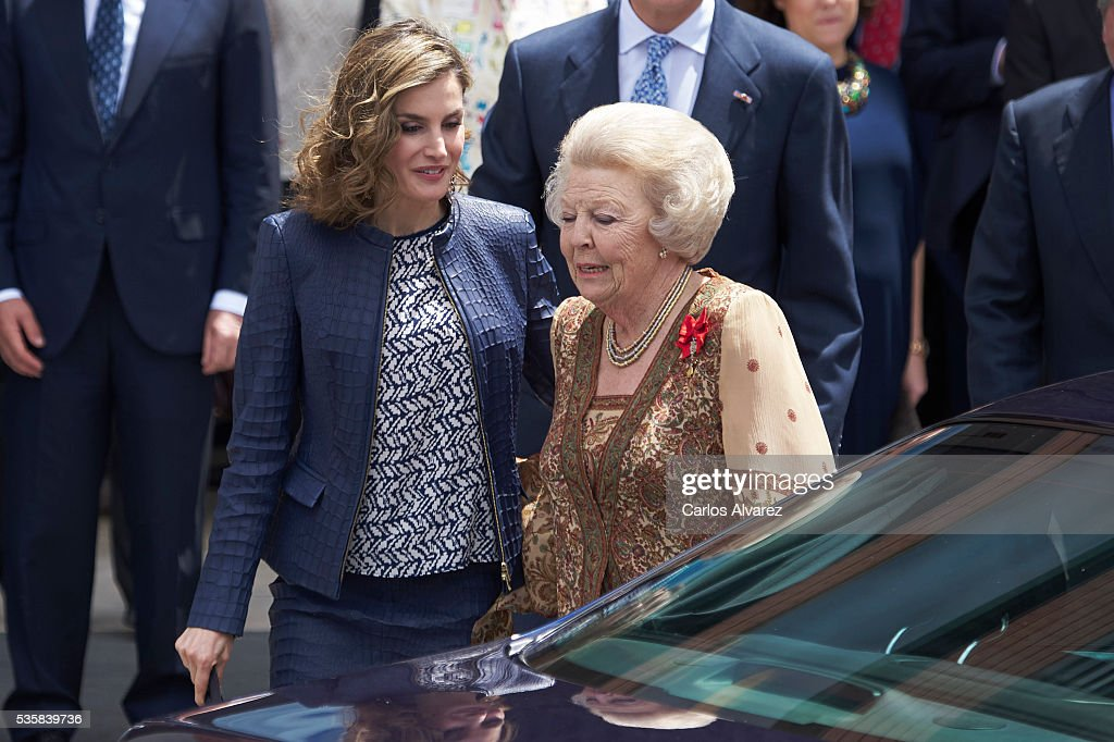Queen Letizia of Spain (L) and Princess Beatrice of Holland (R) attend the 'El Bosco' 5th Centenary Anniversary Exhibition at the El Prado Museum on May 27, 2016 in Madrid, Spain.