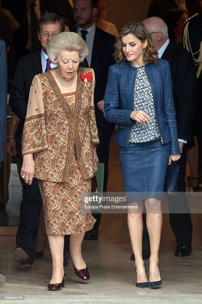 Queen <a gi-track='captionPersonalityLinkClicked' href=/galleries/search?phrase=Letizia+of+Spain&family=editorial&specificpeople=158373 ng-click='$event.stopPropagation()'>Letizia of Spain</a> and Princess Beatrice of Holland (L) attend the opening of the painting exhibition 'The Bosch' at El Prado Museum on May 30, 2016 in Madrid, Spain.
