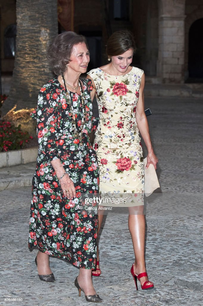 Queen Letizia of Spain (R) and Queen Sofia (L) host a dinner for authorities at the Almudaina Palace on August 4, 2017 in Palma de Mallorca, Spain.