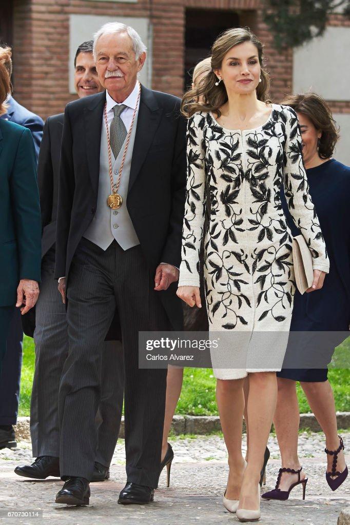 Queen Letizia of Spain and Spanish author Eduardo Mendoza attend the 'Miguel de Cervantes 2016' Award, given to Spanish writer Eduardo Mendoza, at Alcala de Henares University on April 20, 2017 in Alcala de Henares, Spain.