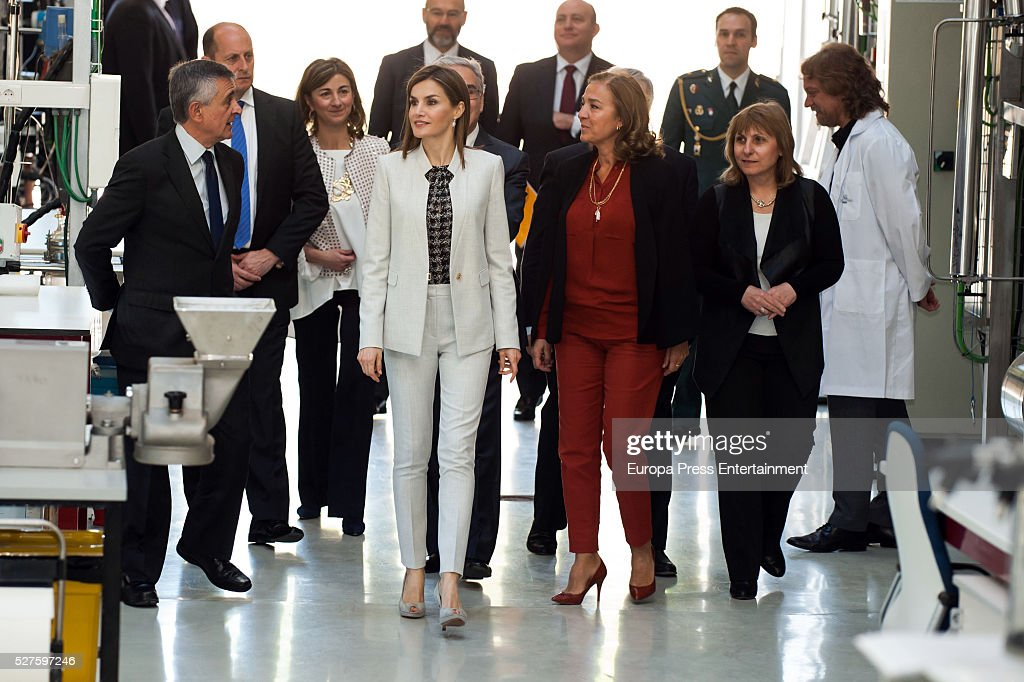 Queen <a gi-track='captionPersonalityLinkClicked' href=/galleries/search?phrase=Letizia+of+Spain&family=editorial&specificpeople=158373 ng-click='$event.stopPropagation()'>Letizia of Spain</a> (C) attends Investigaciones en Ciencias de la Alimentaci��n (CIAL) at Autonoma Universiy on May 03, 2016 in Madrid, Spain.