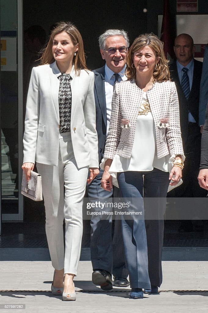 Queen Letizia of Spain (L) attends Investigaciones en Ciencias de la Alimentaci��n (CIAL) at Autonoma Universiy on May 03, 2016 in Madrid, Spain.
