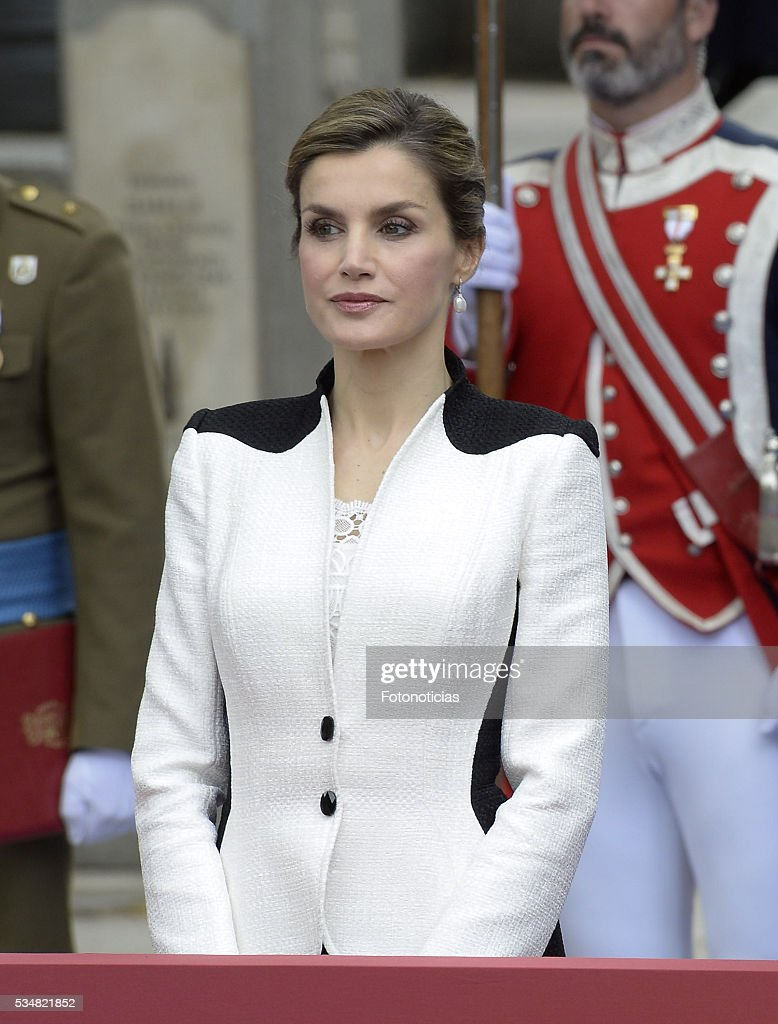Queen <a gi-track='captionPersonalityLinkClicked' href=/galleries/search?phrase=Letizia+of+Spain&family=editorial&specificpeople=158373 ng-click='$event.stopPropagation()'>Letizia of Spain</a> attends the Armed Forces Day Hommage on May 28, 2016 in Madrid, Spain.