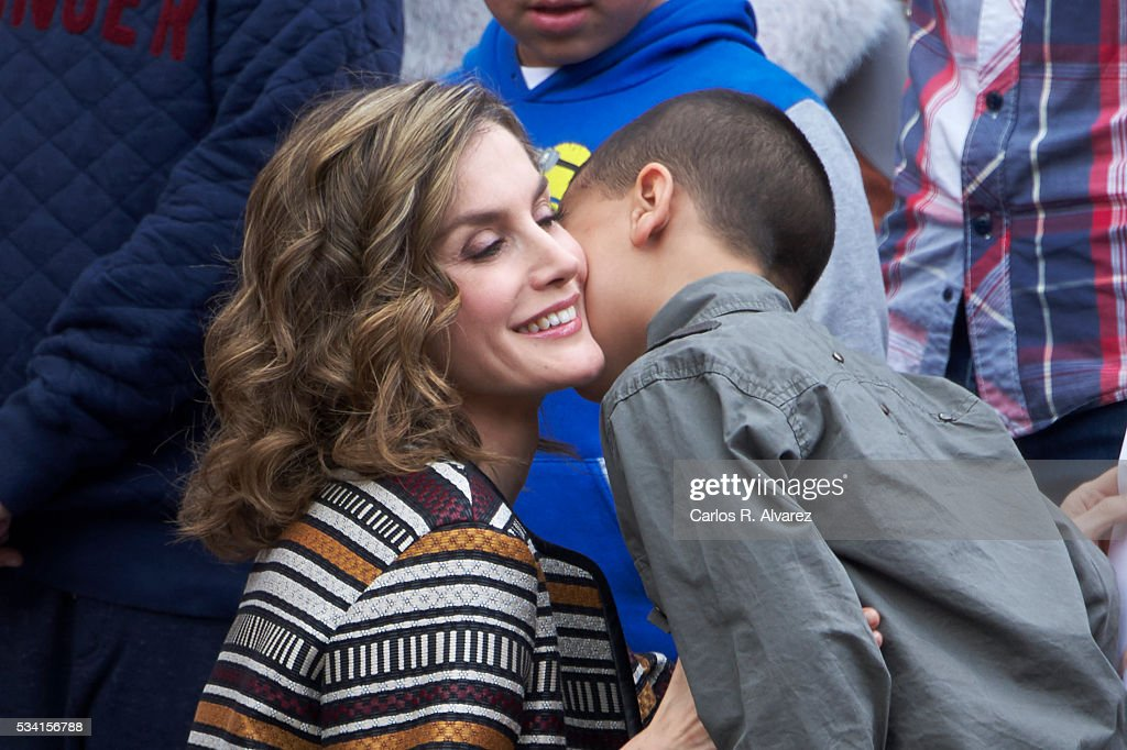 Queen <a gi-track='captionPersonalityLinkClicked' href=/galleries/search?phrase=Letizia+of+Spain&family=editorial&specificpeople=158373 ng-click='$event.stopPropagation()'>Letizia of Spain</a> (L) attends the inauguration of the 11th International Seminar of Language and Journalism 'El Lenguaje del Humor en el Periodismo Espanol' at the Monastery of Yuso on May 25, 2016 in San Millan de la Cogolla, Spain.