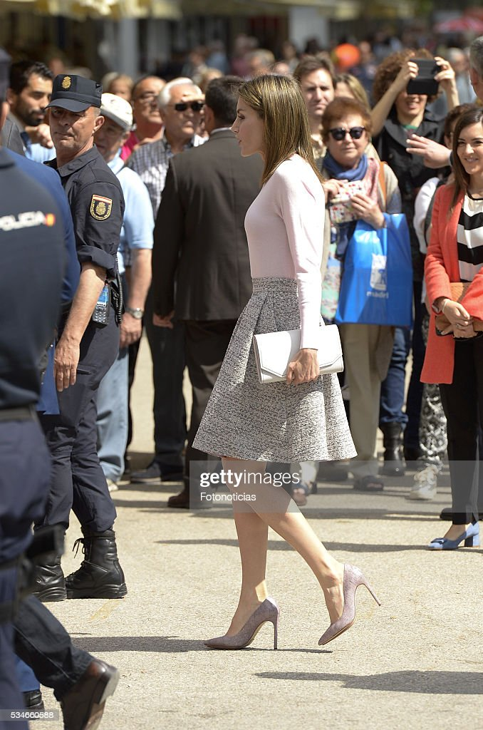 Queen <a gi-track='captionPersonalityLinkClicked' href=/galleries/search?phrase=Letizia+of+Spain&family=editorial&specificpeople=158373 ng-click='$event.stopPropagation()'>Letizia of Spain</a> attends the opening of Madrid Book Fair on May 27, 2016 in Madrid, Spain.