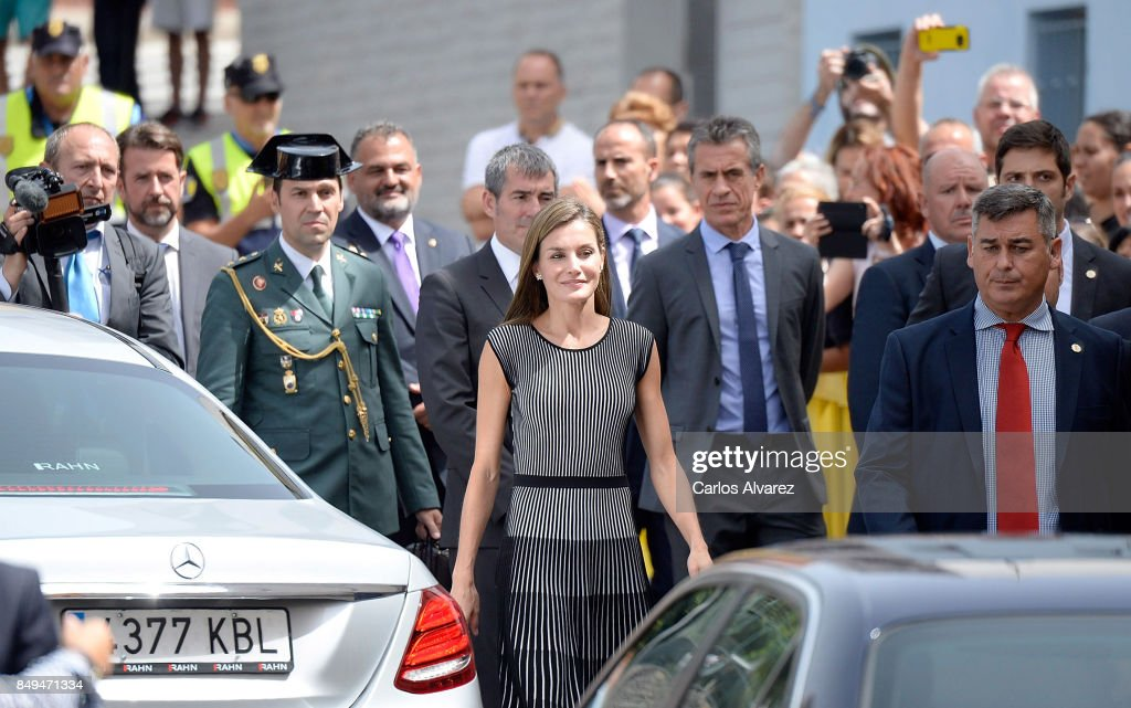 queen-letizia-of-spain-attends-the-opening-of-the-20172018-courseat-picture-id849471334