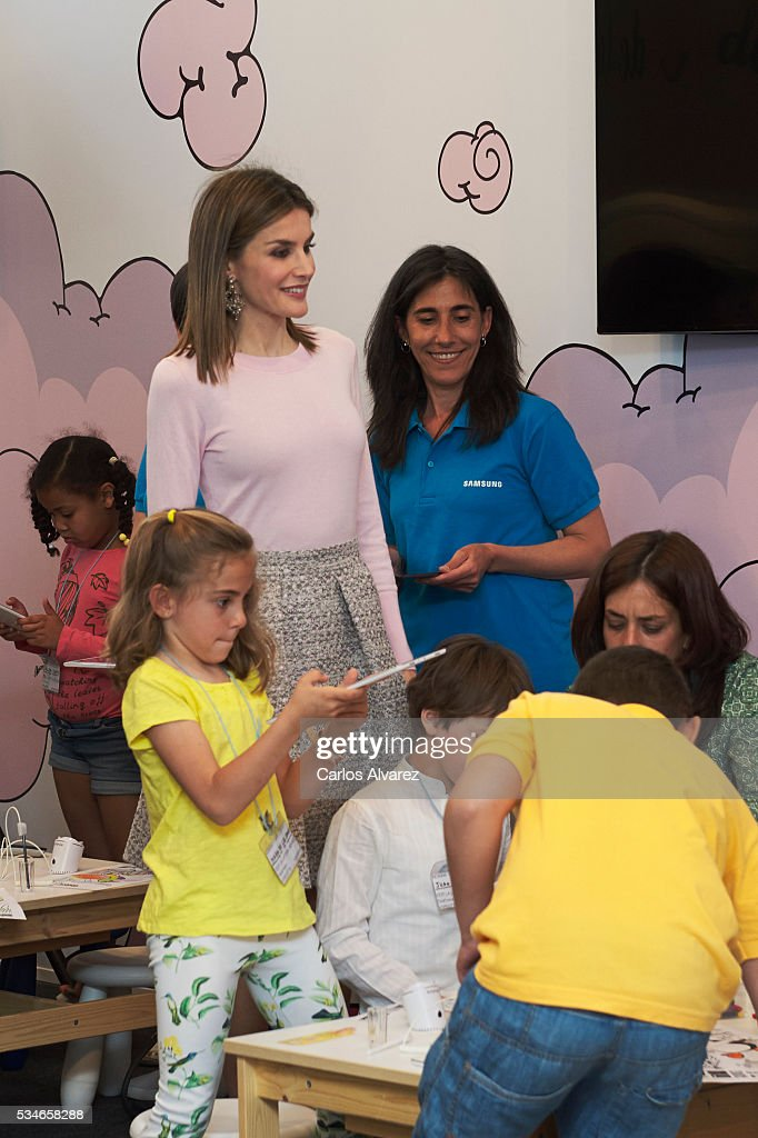 Queen <a gi-track='captionPersonalityLinkClicked' href=/galleries/search?phrase=Letizia+of+Spain&family=editorial&specificpeople=158373 ng-click='$event.stopPropagation()'>Letizia of Spain</a> (L) attends the opening of the Madrid Book Fair 2016 at the Retiro Park on May 27, 2016 in Madrid, Spain.