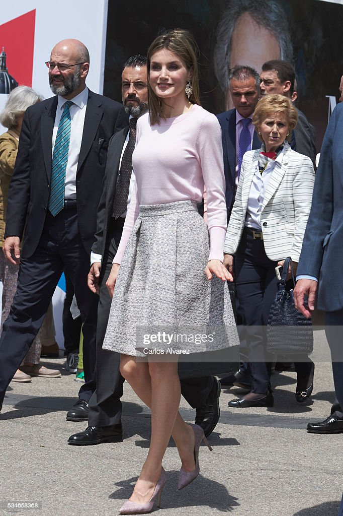 Queen <a gi-track='captionPersonalityLinkClicked' href=/galleries/search?phrase=Letizia+of+Spain&family=editorial&specificpeople=158373 ng-click='$event.stopPropagation()'>Letizia of Spain</a> attends the opening of the Madrid Book Fair 2016 at the Retiro Park on May 27, 2016 in Madrid, Spain.