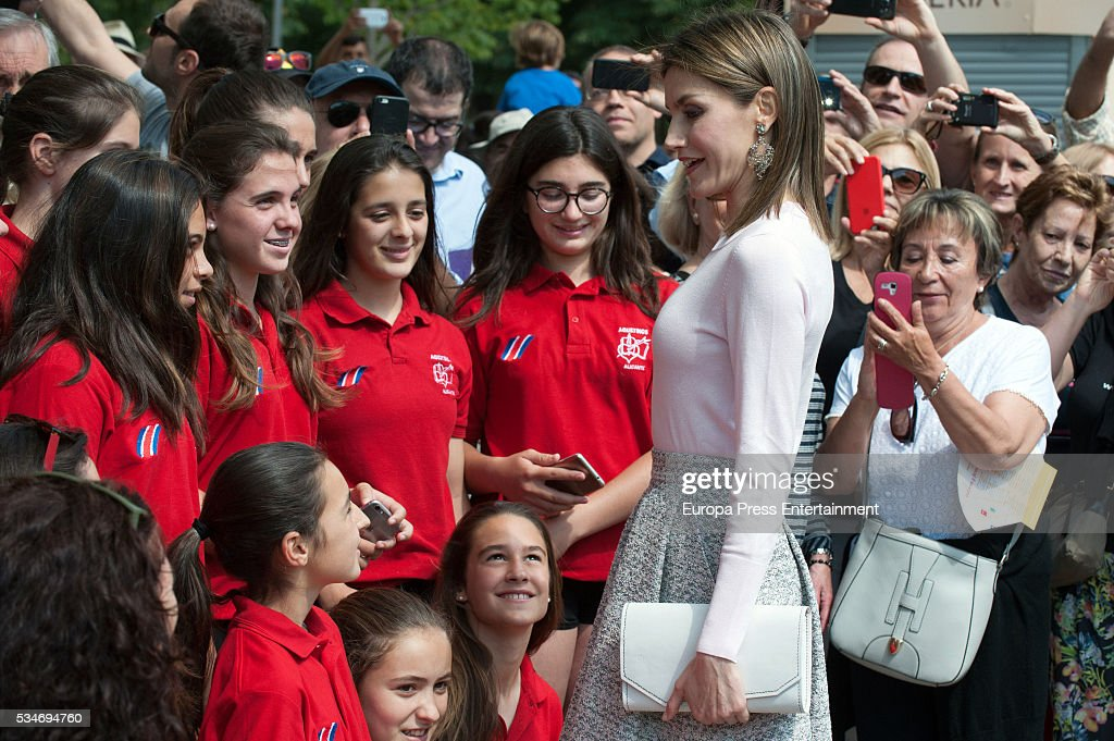 Queen <a gi-track='captionPersonalityLinkClicked' href=/galleries/search?phrase=Letizia+of+Spain&family=editorial&specificpeople=158373 ng-click='$event.stopPropagation()'>Letizia of Spain</a> attends the opening of the Madrid Book Fair 2016 on May 27, 2016 in Madrid, Spain.