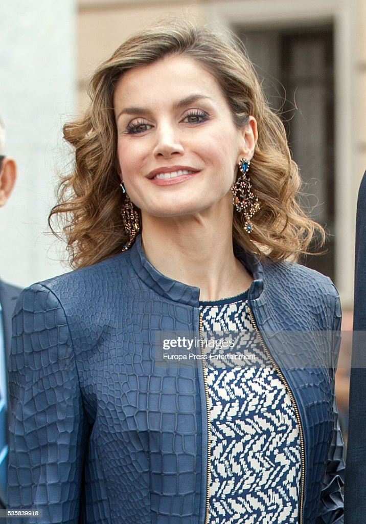 Queen <a gi-track='captionPersonalityLinkClicked' href=/galleries/search?phrase=Letizia+of+Spain&family=editorial&specificpeople=158373 ng-click='$event.stopPropagation()'>Letizia of Spain</a> attendS the opening of the painting exhibition 'The Bosch' at El Prado Museum on May 30, 2016 in Madrid, Spain.