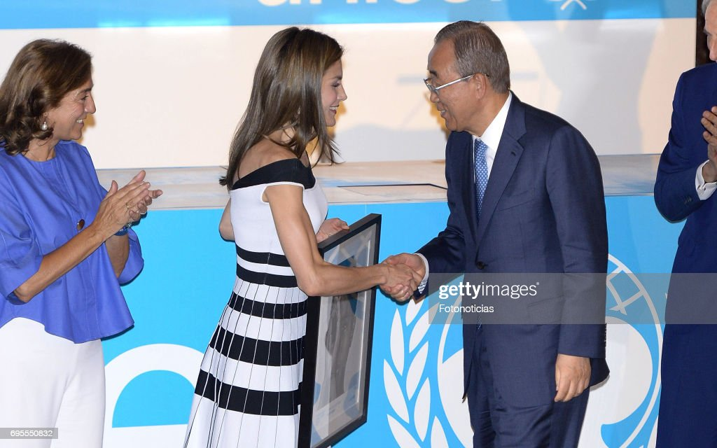 Queen Letizia of Spain (2nd L) delivers a 2017 UNICEF Award to Ban Ki-moon (R) at the CSIC on June 13, 2017 in Madrid, Spain.
