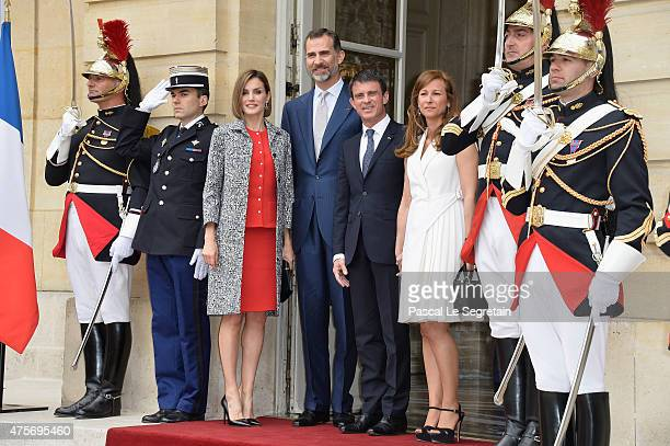 Queen Letizia of Spain King Felipe of Spain French Prime Minister Manuel Valls and wife Anne Gravoin pose in the courtyard of the Hotel Matignon on...