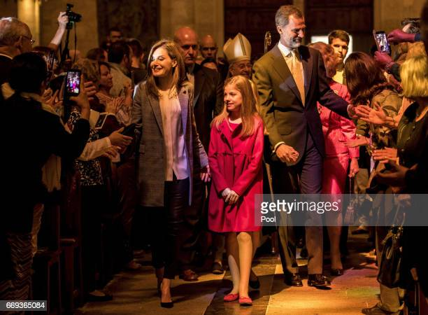 Queen Letizia of Spain Princess Sofia and King Felipe of Spain attend the Easter Mass at the Cathedral of Palma de Mallorca on April 16 2017 in Palma...
