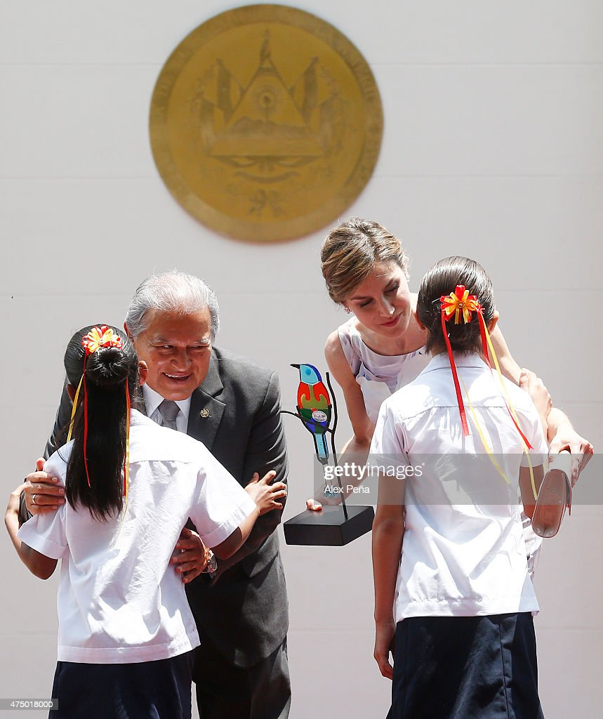 Queen Letizia of Spain receives a glass replica of 'Torogoz' a national bird of El Salvador as a present during an official visit to El Salvador at Presidential Palace on May 28, 2015 in San Salvador, El Salvador.