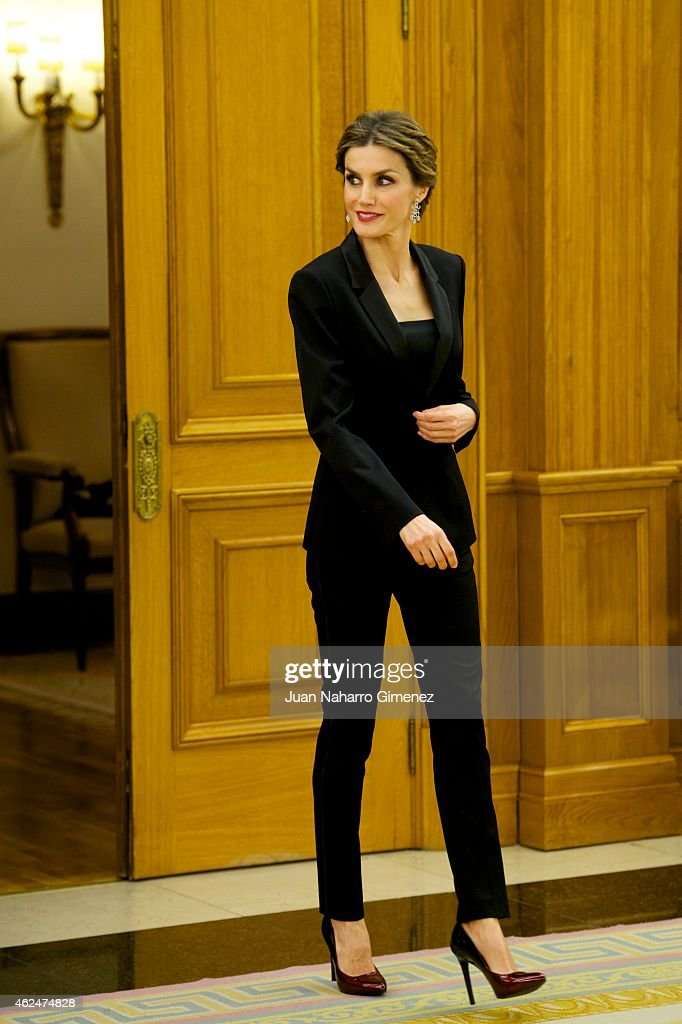 Queen Letizia of Spain receives an audience a representation of the attendees the 'I International Symposium on Cancers of the Skin' at Zarzuela...