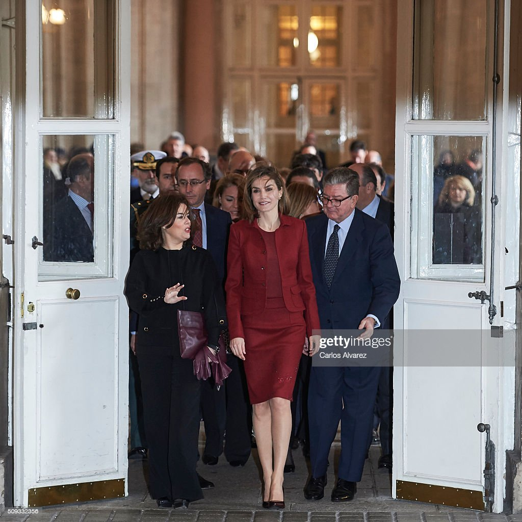 Queen <a gi-track='captionPersonalityLinkClicked' href=/galleries/search?phrase=Letizia+of+Spain&family=editorial&specificpeople=158373 ng-click='$event.stopPropagation()'>Letizia of Spain</a> (C) visits the Royal Palace on February 10, 2016 in Madrid, Spain.